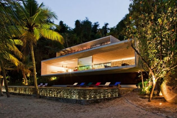 The Paraty House by Marcio Kogan Architects - 01