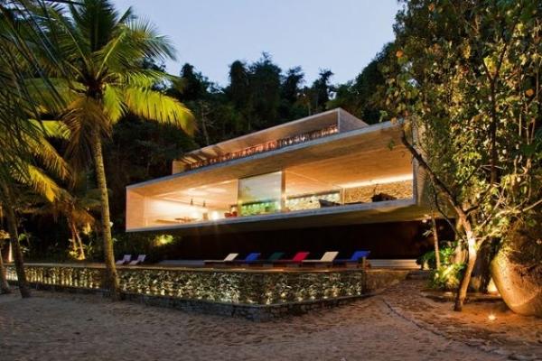 The Paraty House by Marcio Kogan Architects - 01